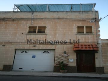 Maisonette 1st Floor in Luqa image 1