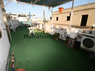 Maisonette 1st Floor in Luqa image 5